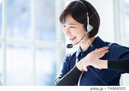介護イメージ 介護士 介護スタッフ リモート介護 IT化 74068505