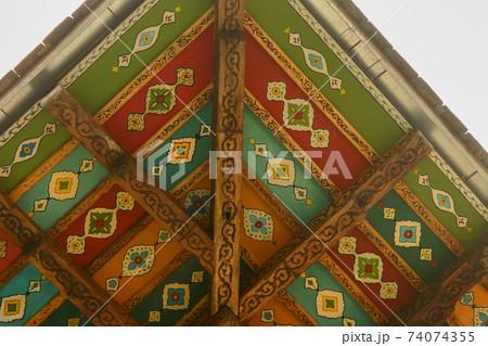 装飾が施されたアゼルバイジャンの世界遺産シャキ・ハーン宮殿の軒裏 74074355