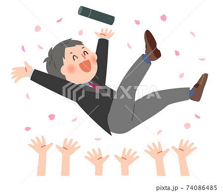 桜吹雪の中胴で上げされる学生 74086485