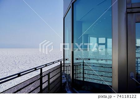 オホーツクタワーから見る流氷と水平線 74118122