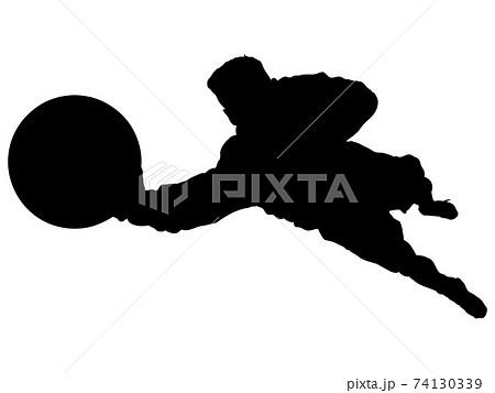 ボールをキャッチするゴールキーパーのシルエット 74130339