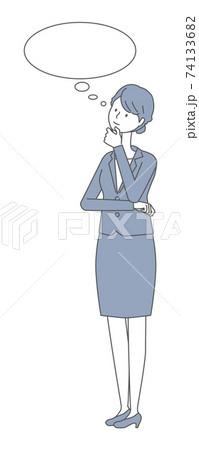 考えるスーツを着た女性 74133682