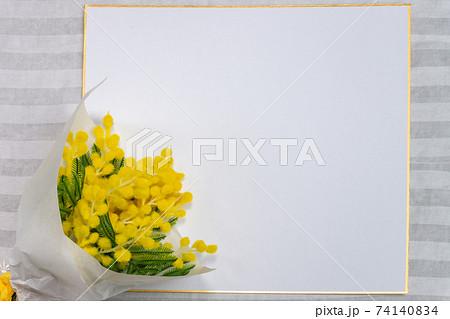 ミモザのブーケと色紙の背景フレーム 74140834