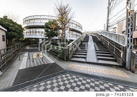 東京 しおかぜ橋に続く螺旋の自転車道と歩道 74185328