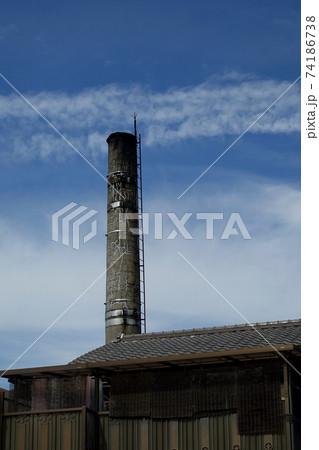 この町の歩みを見守り続けたシンボリックな煙突 74186738