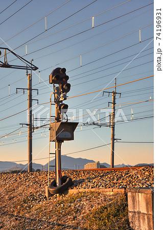 新三田電留線に入庫する列車用の入換信号機と進路表示器 74196931