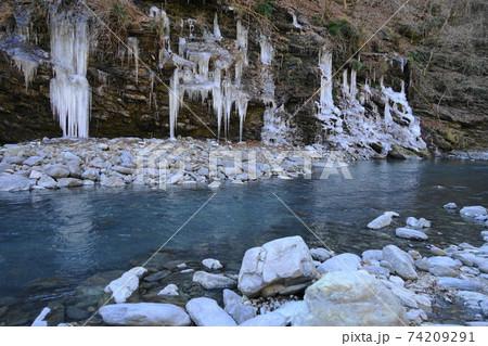 2月 秩父156三十槌の氷柱・天然氷柱 74209291