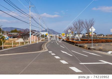 高松市郊外の道路 (香川県高松市) 74210902