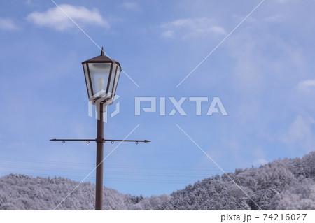 綺麗な青空とライト(電灯)の写真 74216027