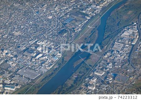 空から相模川に架かる湘南銀河大橋(首都圏中央連絡自動車) 74223312
