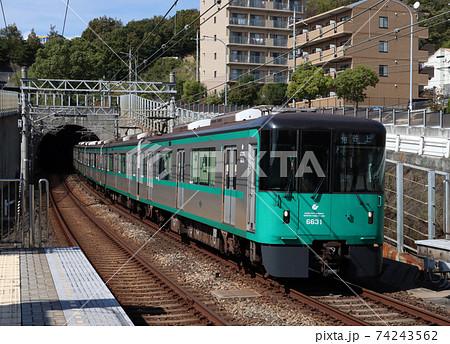 神戸地下鉄6000系が伊川谷駅到着 74243562