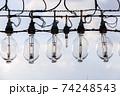 イカ釣り漁船に吊り下がるランプ 74248543