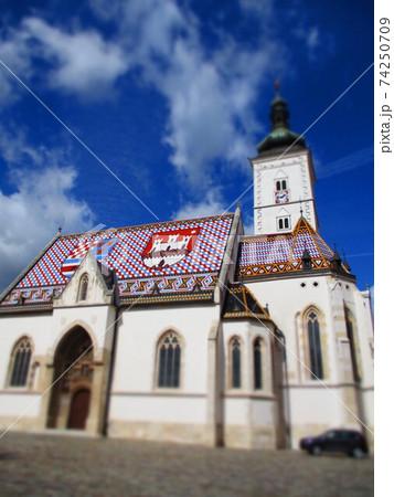 クロアチア ザグレブ 聖マルコ教会 ジオラマ風 74250709