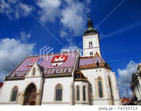 クロアチア ザグレブ 聖マルコ教会 ジオラマ風 74250713