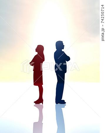 喧嘩をしてお互い後ろを向く男女のシルエット全身 CGイラスト縦 74250714