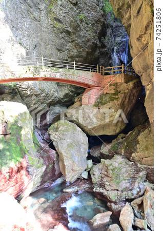 四国高知県中津渓谷にある雨竜の滝 74251806