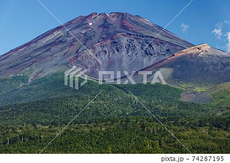 水ヶ塚から見る富士山と宝永火口 74287195