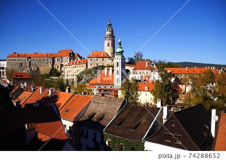 チェコ共和国 チェスキークルムロフ城と中世の街並み 74288652