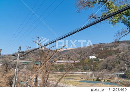 JR谷峨駅のホームから見た大野山 74298460