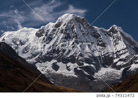 マチャプチャレBCより望む間近に望アンナプルナ南峰(7219ⅿ) 74311472