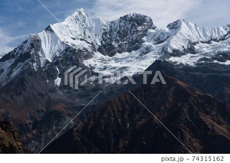 ヒマラヤの高峰ガンダルバチェリ(6248ⅿ) 74315162
