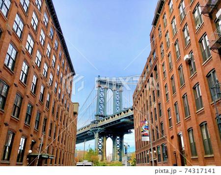 ブルックリンから見たマンハッタンブリッジ 74317141