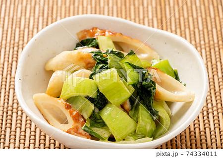チンゲンサイとちくわの炒め物(醤油マヨネーズ炒め)。 74334011