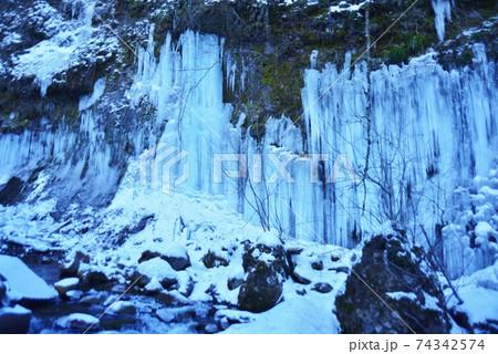横谷渓谷屛風岩の氷瀑 74342574
