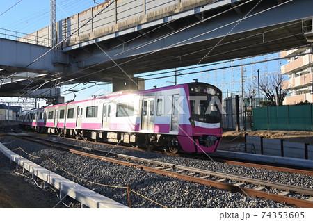 北総線との交差部を走る新京成電車 74353605