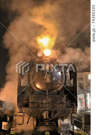 C62蒸気機関車、夜の出庫風景 梅小路機関区 74360105