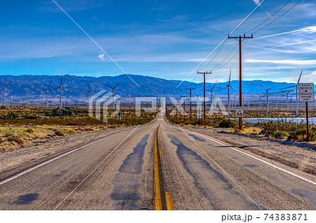 【アメリカの景色】一本道 74383871