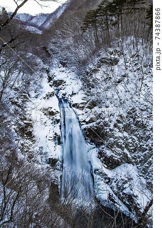 冬の秋保大滝 74387866