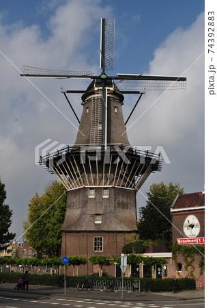 オランダ(アムステルダム)の風車 74392883
