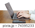 パソコンをタイピングする男性の両手-テレワークイメージ 74395233