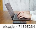 パソコンをタイピングする男性の両手-テレワークイメージ 74395234