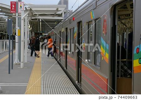 東急東横線、元住吉駅に停車中の普通列車(9000系電車) 74409663