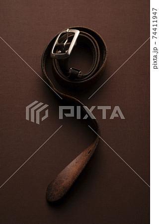 革のベルトのイメージフォト 74411947