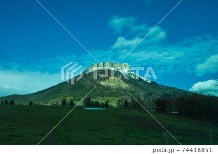 牙のような断崖絶壁山ダン・ド・クロル。グルノーブルからのショットです。 74418851