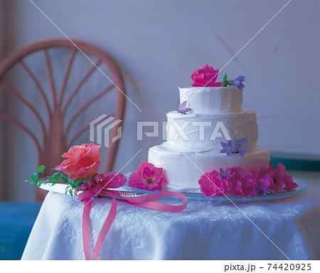 結婚披露宴のウエディングケーキ 74420925
