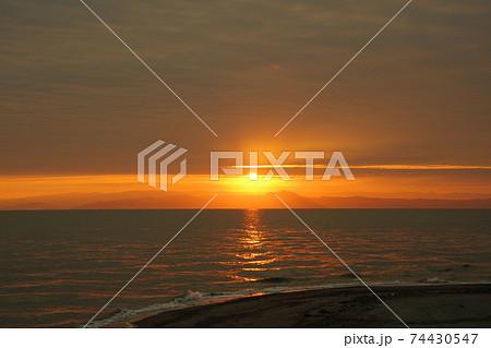 有明海の日の出と雲と空 74430547