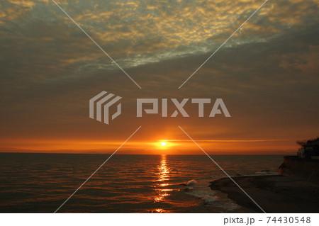 有明海の日の出と雲と空 74430548