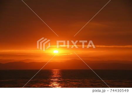 有明海の日の出と雲と空 74430549