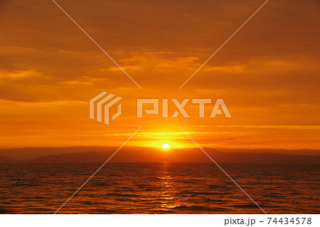 有明海の日の出と空と雲 74434578