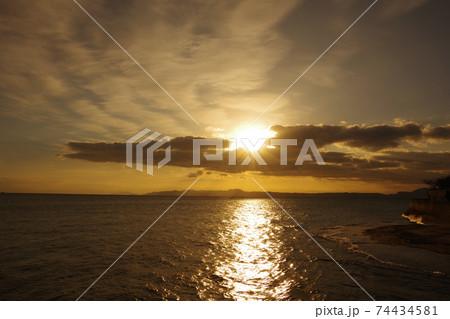 有明海の日の出と空と雲 74434581