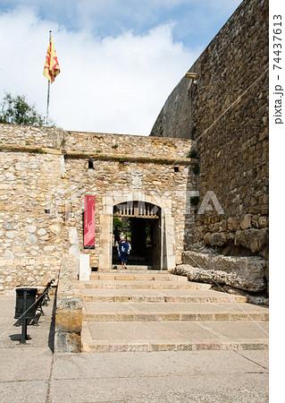 スペインバルセロナ郊外のタラゴナにある石造りの古い城壁 74437613