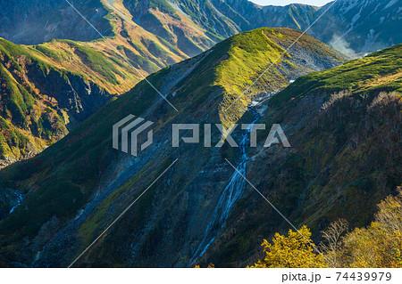 秋の立山黒部アルペンルート ソーメン滝 74439979