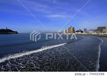 2月 鎌倉1123富士山・江ノ島と腰越海岸 74442499