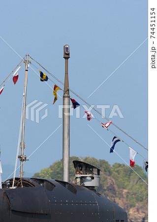 マレーシア海軍潜水艦の潜望鏡とシュノーケル 74451154