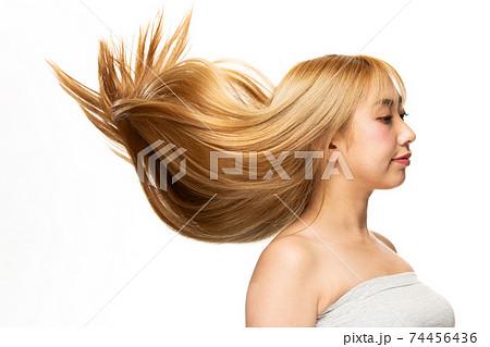 躍動感ある髪 74456436
