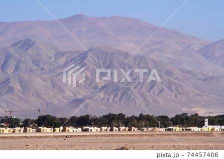 チリ カラマの空港から山々の景色 74457406